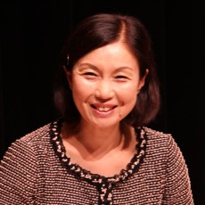 鵜飼昌子(うかい・まさこ)  日本航空客室乗務員として入社、JAL接遇インストラクター、独立後、幅広い分野で活動。近年は医療分野での活躍が急増。
